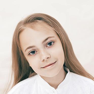 Close up of smiling Caucasian girl