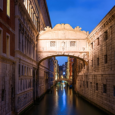 Bridge of Sighs at twilight, Venice, UNESCO World Heritage Site, Veneto, Italy, Europe