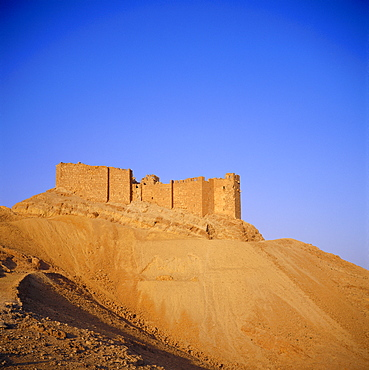 Qalaat Ibn Maan, 17th century Arab Castle overlooking the Graeco-Roman city, Palmyra, Syria, Middle East
