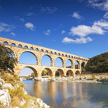 Pont du Gard, 2000 year old Roman Aquaduct, Vers-Pont-du-Gard, Languedoc-Roussillon, France, Europe