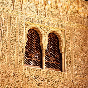 Detail of Moorish window and Arabic inscriptions in the Palacios Nazaries, Alhambra Palace, UNESCO World Heritage Site, Granada, Andalucia, Spain, Europe