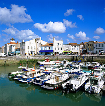 The harbour, St. Martin, Ile de Re, Poitou-Charentes, France, Europe