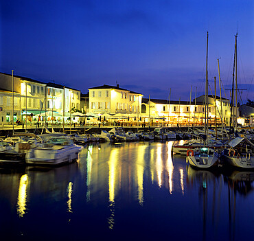 The harbour with restaurants at dusk, St. Martin, Ile de Re, Poitou-Charentes, France, Europe
