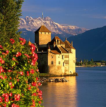 Chateau de Chillon (Chillon Castle) on Lake Geneva, Veytaux, Vaud Canton, Switzerland, Europe