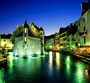 Canal and Palais de L`Ile at dusk, Annecy, Lake Annecy, Rhone Alpes, France, Europe