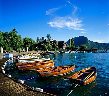 Rowing boats along lake shore, Talloires, Lake Annecy, Rhone Alpes, France, Europe
