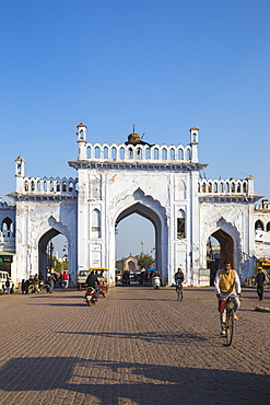 Gate in the old city, Lucknow, Uttar Pradesh, India, Asia