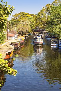 Public ferry approaching Alappuzha, Backwaters, Alappuzha (Alleppey), Kerala, India, Asia