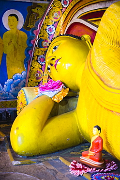 Golden reclining Buddha at Temple of the Tooth (Temple of the Sacred Tooth Relic) in Kandy, UNESCO World Heritage Site, Sri Lanka, Asia