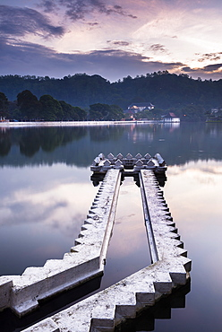 Kandy Lake and the Temple of the Sacred Tooth Relic (Sri Dalada Maligawa) at night, Kandy, UNESCO World Heritage Site, Central Province, Sri Lanka, Asia
