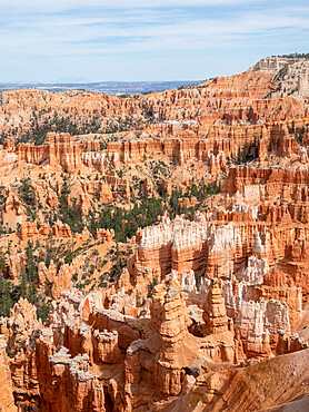 A view of the Bryce amphitheater from the rim at Bryce Canyon National Park, Utah, USA.