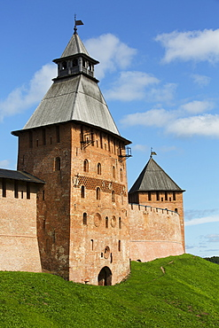 Spasskaya Tower (left), Dvortsovaya Tower (right), both 15th century, Kremlin Wall, Veliky Novgorod, Novgorod Oblast, Russia