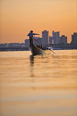 Man rowing a gondola, Mass Avenue Bridge, Charles River, Boston, Suffolk County, Massachusetts, USA