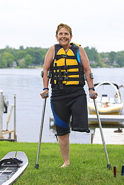 Woman with one leg about to go waterskiing