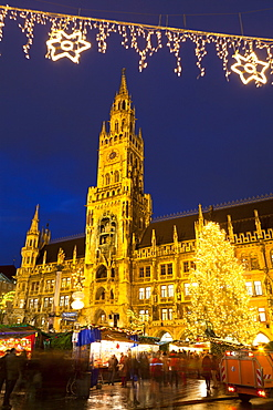 Christmas Market in Marienplatz and the New Town Hall, Munich, Bavaria, Germany, Europe