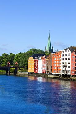Nidaros Cathedral, old fishing warehouses and Gamle Bybro, Trondheim, Sor-Trondelag, Norway, Scandinavia, Europe