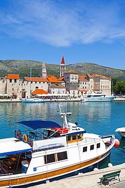 Trogir's historic Stari Grad (Old Town) defensive walls and harbour, Trogir, Dalmatia, Croatia, Europe - 1158-450