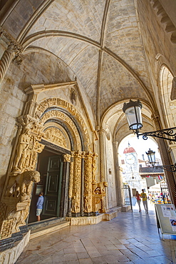 Ornately carved Portal entrance of the Cathedral of St. Lawrence, Stari Grad (Old town), Trogir, Dalmatia, Croatia, Europe
