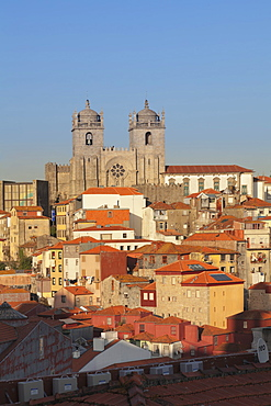 Se Cathedral at sunset, Ribeira District, UNESCO World Heritage Site, Porto (Oporto), Portugal, Europe