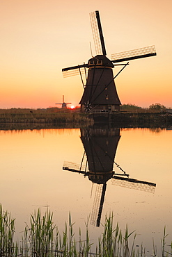 Windmills at sunset, Kinderdijk, UNESCO World Heritage Site, South Holland, Netherlands, Europe