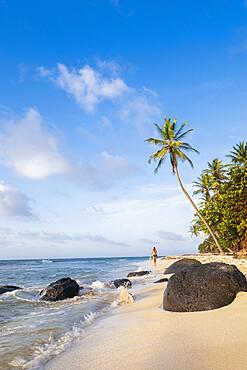 A local man walking on North Beach, Little Corn Island, Islas del Maiz (Corn Islands), Nicaragua, Central America