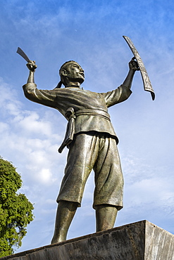 Pattimura monument, celebrating Thomas Matulessy (Pattimura) who rebelled against the Dutch in 1817, Saparua, Ambon, Maluku, Indonesia, Southeast Asia, Asia