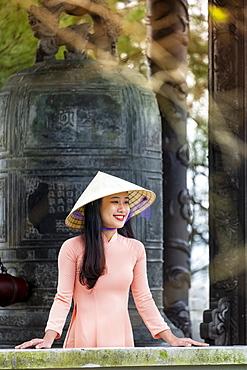 Young Vietnamese woman, Hue, Vietnam, Indochina, Southeast Asia, Asia