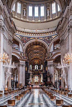 St. Paul's Cathedral, the nave, quire (choir) and high altar showing the Wren dome and mosaics by William Blake Richmond, London, England, United Kingdom, Europe