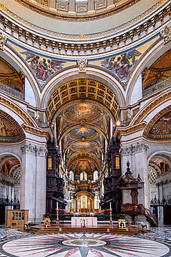 St. Paul's Cathedral, the quire (choir) and high altar showing mosaics by William Blake Richmond and wood carving by Grinling Gibbons, London, England, United Kingdom, Europe