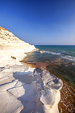 White cliffs known as Scala dei Turchi frame the turquoise sea, Porto Empedocle, Province of Agrigento, Sicily, Italy, Mediterranean, Europe