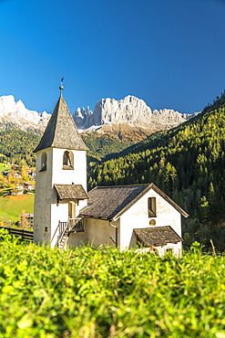 Church of San Cipriano with Catinaccio and Torri del Vajolet mountains in background, Tires Valley, Dolomites, South Tyrol, Italy, Europe