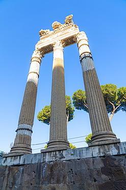 Ruins and columns, Imperial Forum (Fori Imperiali), UNESCO World Heritage Site, Rome, Lazio, Italy, Europe