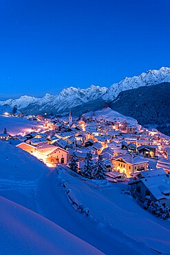 Traditional alpine village of Ardez covered with snow at dusk, Engadine, Graubunden Canton, Switzerland, Europe