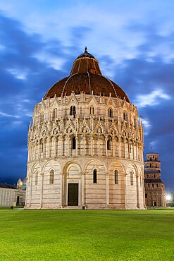 Front view of Pisa Baptistery of St. John at dusk, Piazza dei Miracoli (Piazza del Duomo), UNESCO World Heritage Site, Pisa, Tuscany, Italy, Europe