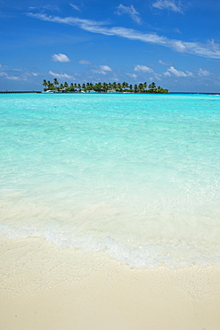 Little island in the turquoise water, Sun Island Resort, Nalaguraidhoo island, Ari atoll, Maldives, Indian Ocean, Asia