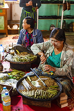 Cigar (cheroot) and cigarette hand made rolling, Inle Lake, Shan state, Myanmar (Burma), Asia