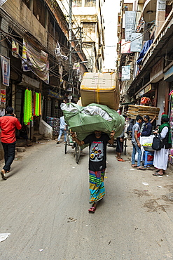 Man carrying a huge package on his head, Dhaka, Bangladesh, Asia