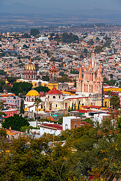 Overlook over La Parroquia de San Miguel Arcángel cathedral and the Unesco site San Miguel de Allende, Guanajuato, Mexico