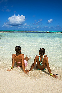 Girls enjoying the wonderful turquoise waters of El Acuario, San Andres, Caribbean Sea, Colombia, South America