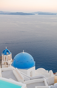 Oia at sunset in Santorini, Cyclades, Aegean Islands, Greek Islands, Greece, Europe