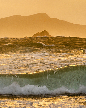 Large waves, Clogher Strand, Dingle Peninsula, County Kerry, Munster, Republic of Ireland, Europe