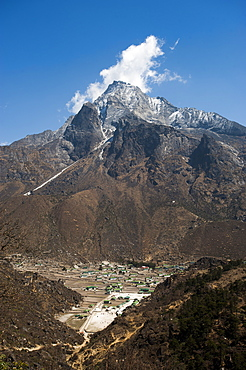 Khumjung village in the Khumbu (Everest) Region, Nepal, Himalayas, Asia