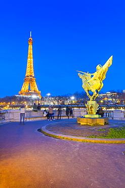 Eiffel Tower, Pont de Bir-Hakeim, the statue La France renaissante, Paris, France, Europe