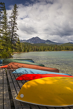 Colourful canoes and kayaks on the bank of Annette Lake with Pyramid Mountain in the background, Jasper National Park, UNESCO World Heritage Site, Canadian Rockies, Alberta, Canada, North America