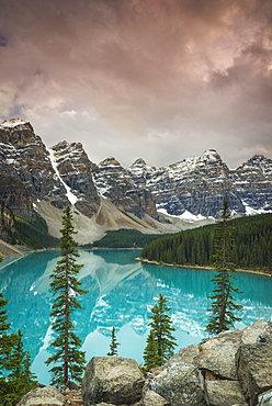 Sunset at Moraine Lake, Banff National Park, UNESCO World Heritage Site, Canadian Rockies, Alberta, Canada, North America