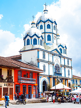 Templo Maria Immaculada and the Parque Central, Filandia, Coffee Region, Colombia, South America
