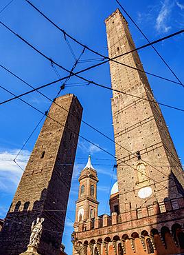 The Two Towers, Garisenda and Asinelli, Bologna, Emilia-Romagna, Italy, Europe
