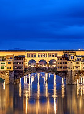 Ponte Vecchio and Arno River at dusk, Florence, UNESCO World Heritage Site, Tuscany, Italy, Europe