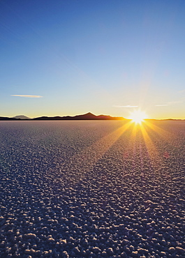 Sunset over the Salar de Uyuni, the largest salt flat in the world, Daniel Campos Province, Potosi Department, Bolivia, South America