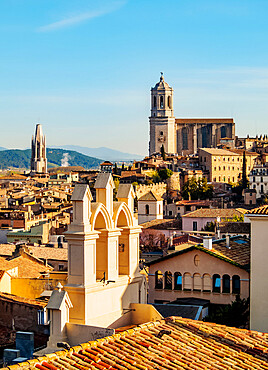 View over the Old Town towards the cathedral seen from the city walls, Girona or Gerona, Catalonia, Spain